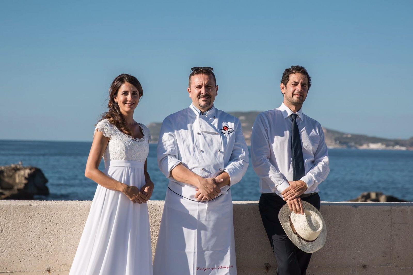 Matrimonio Spiaggia Favignana : Trapaniok romani si innamorano a favignana sposi sull´isola il
