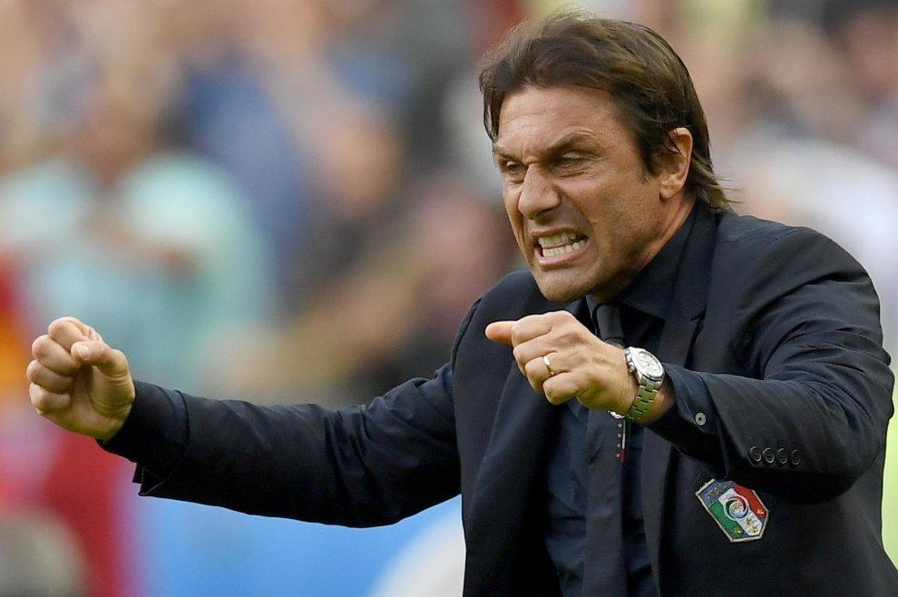 Esultanza Antonio Conte dopo gol Pellè Italia-Spagna 2-0